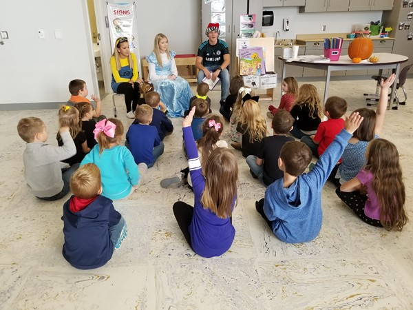 CHS National Honors Society members visit Mrs. Jordan's kindergarten class.